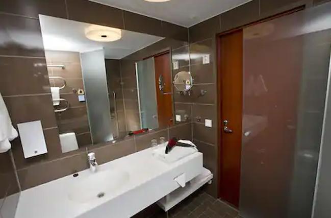 Hotel Sokos Vaakuna, baño