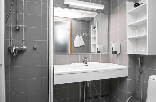 Pyhä Hotel, habitación doble, baño