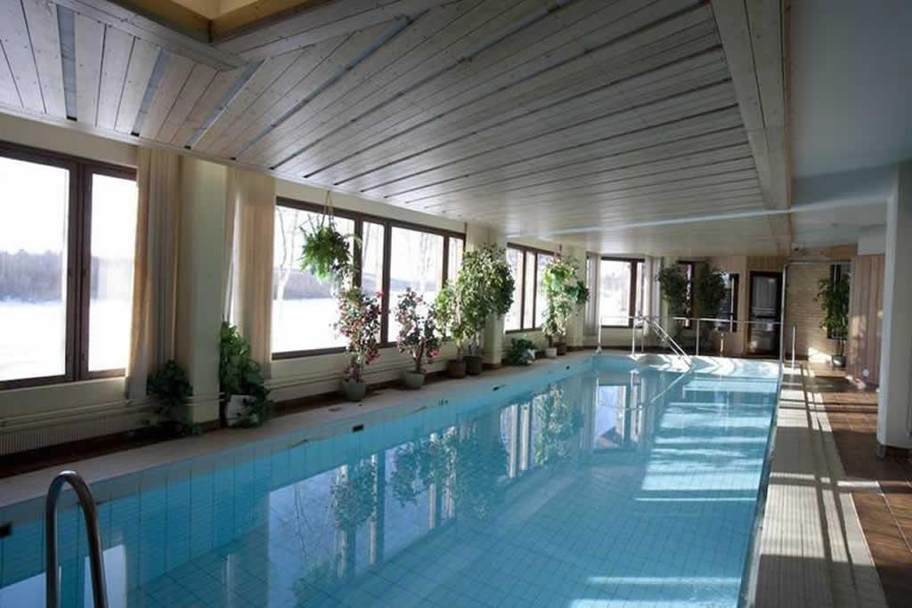 Hotel Ivalo, piscina interior