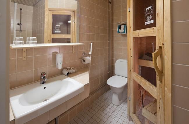 Lapland Hotel Sirkantähti, habitación estándar, baño con sauna