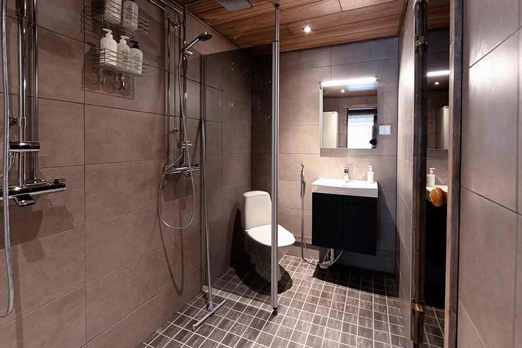 Rukan Salonki (RS4), cuarto de baño