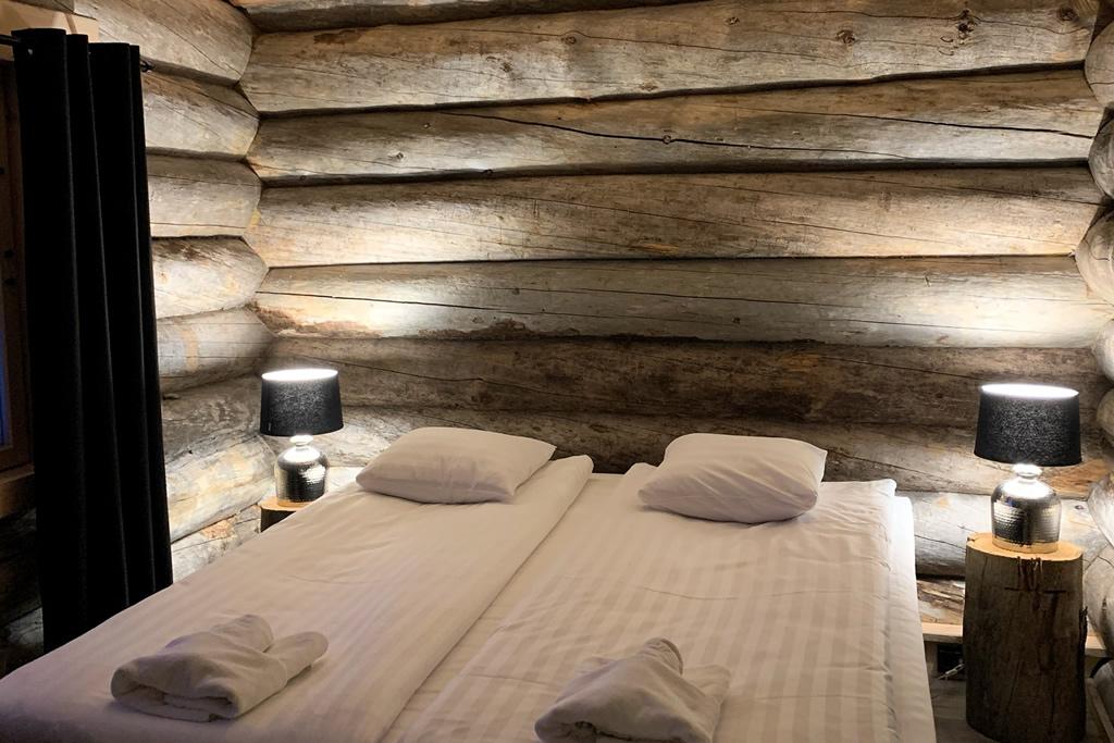 Wilderness Hotel Muotka, Riverside Log Cabin